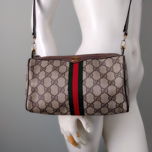 Gucci Handbags - Vintage Gucci GG Supreme Monogram Crossbody Bag 3aa9930e70729